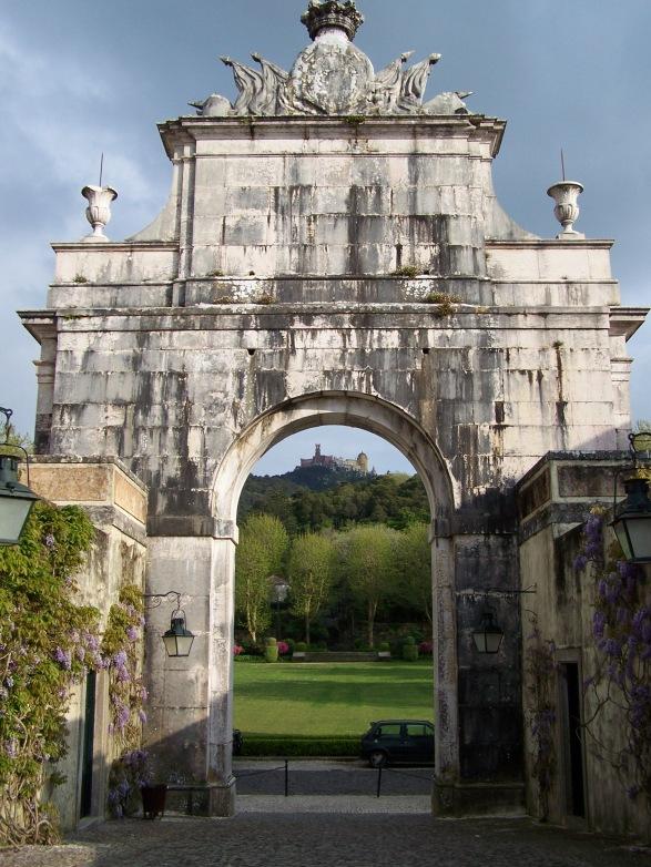 Palácio de Pena visto do Palácio Seteais