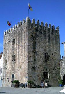 531px-Ponte_de_lima_torre_cadeia_velha_(1)